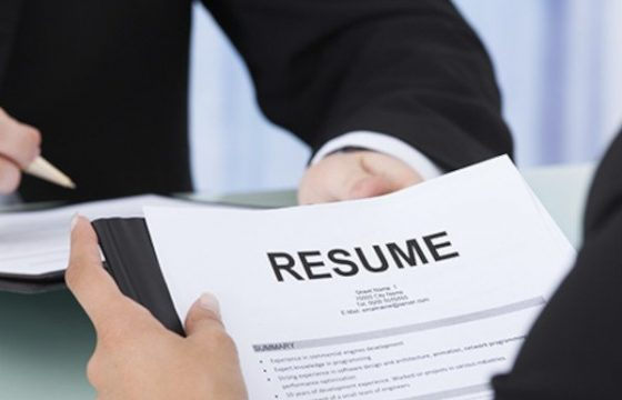 How to Write a Marketing Resume Hiring Managers Will Notice [Free 2021 Templates + Samples]